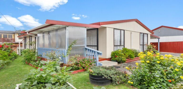 2 Ireland Place Ranui - List by Real Estate Agent Barfoot Ranui